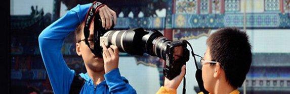 China: Niños de primaria utilizan costosos equipos de fotografía